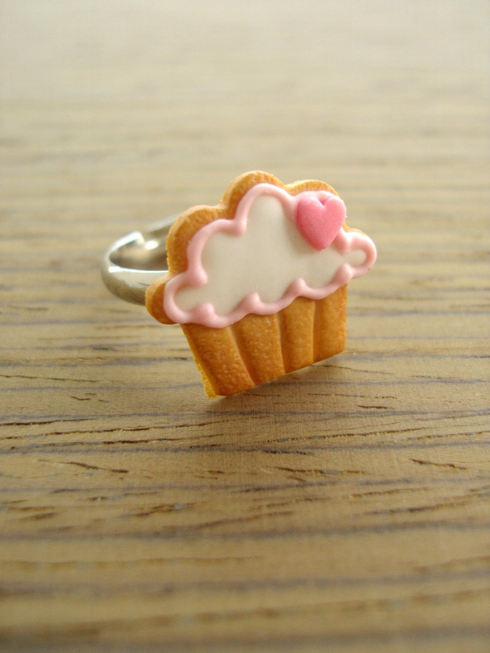 Cupcake Cookie Ring - Pink Heart to the Right